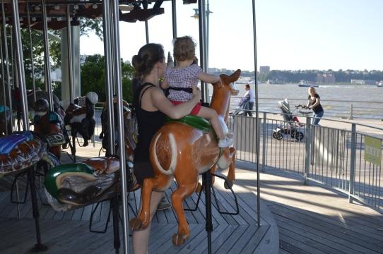 Visiter New York en famille - Carousel au bord de l'Hudson